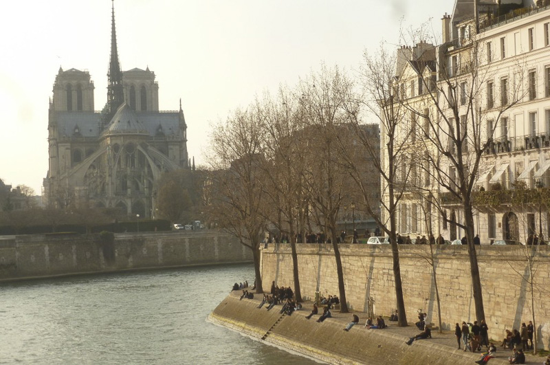 banks-of-the-seine-on-a-sunny-day-800