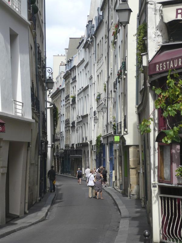 historic-street-near-place-maubert-800