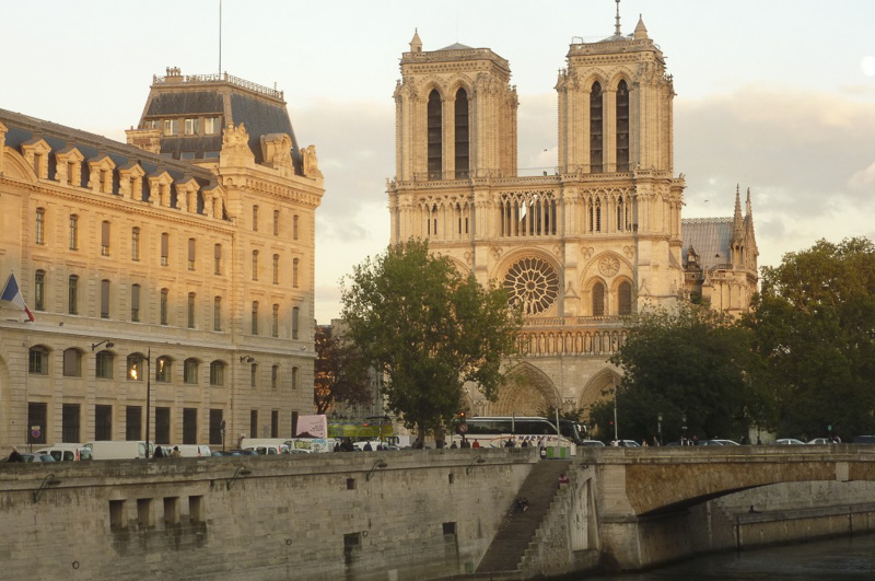 notre-dame-at-sunset-800