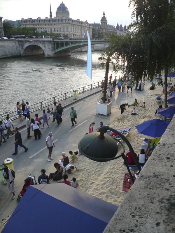 paris-plage-in-august-01-800