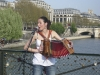 singer-on-the-seine-800