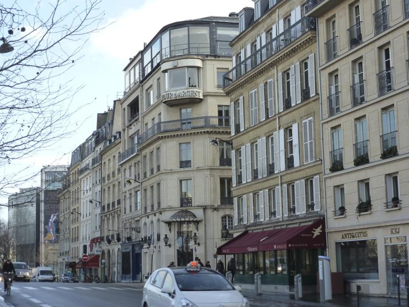 tour-dagent-restaurant-near-the-apartment-800