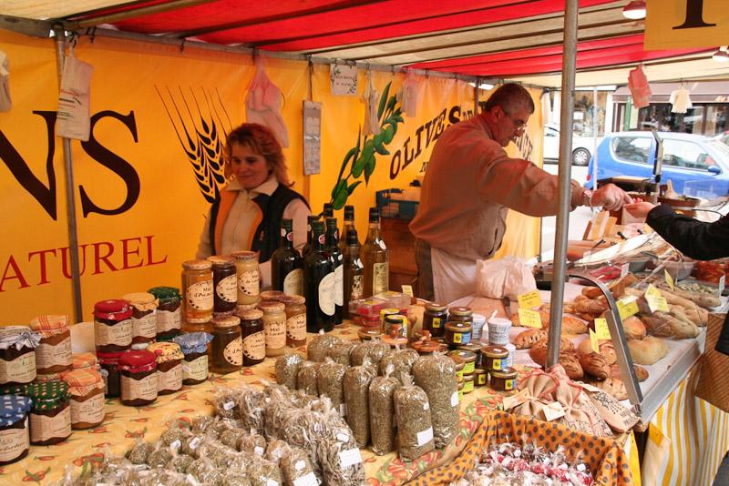 Marche-Maubert Provencal produce