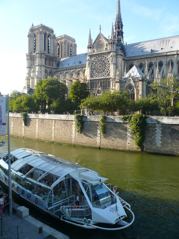Notre-Dame-and-River-Cruise