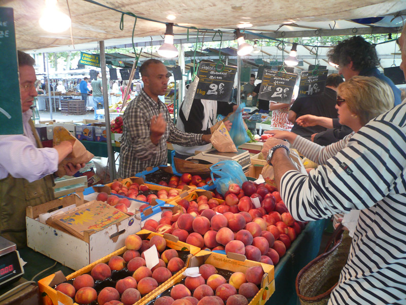 Place-Monge-Market-fruit