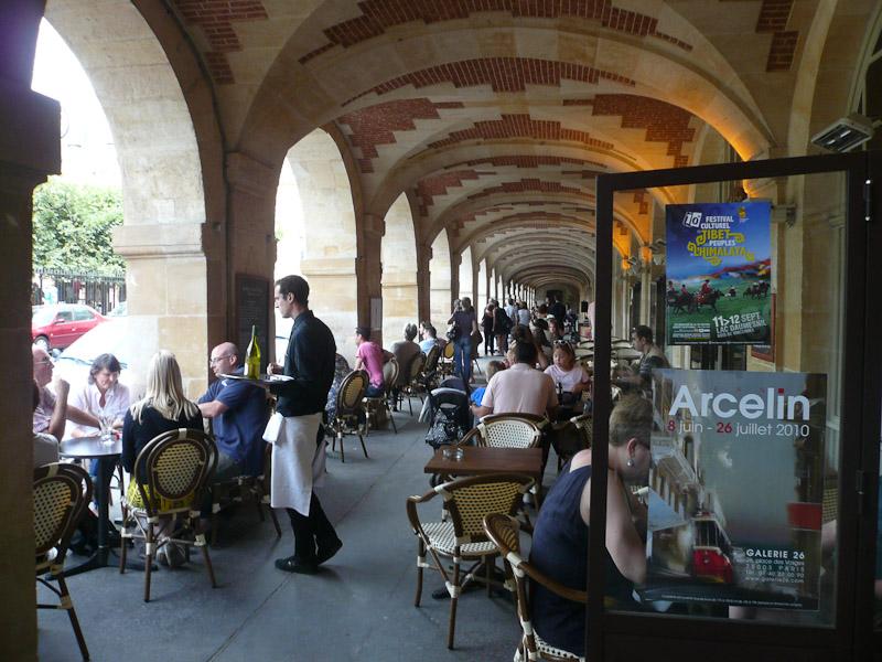Place-des-Vosges-Cafe