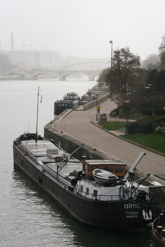 barges-on-the-seine