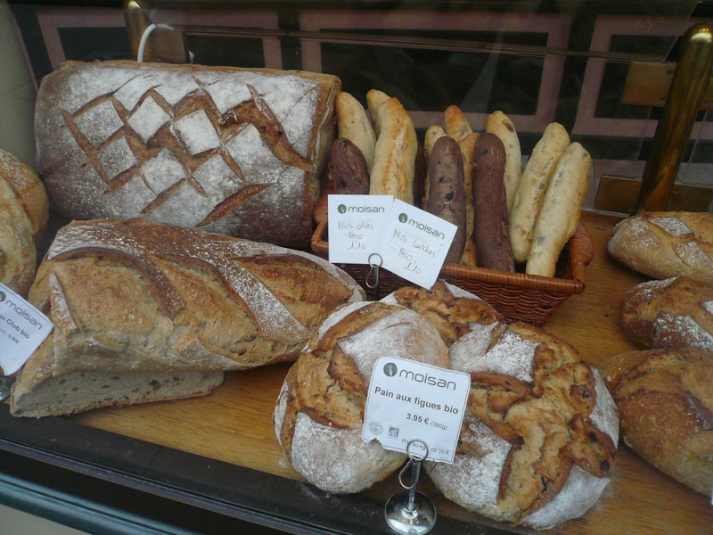 rue-Mouffetard-Bread-Display