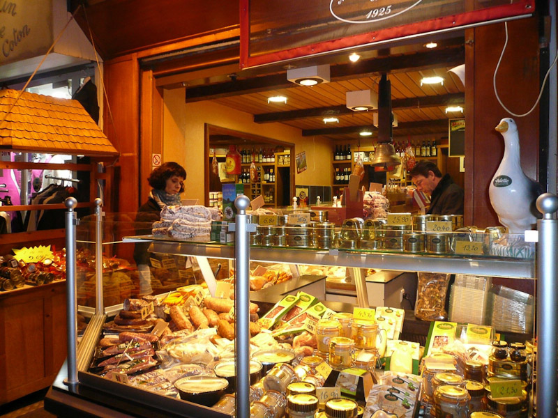rue-Mouffetard-Gourmand-Display