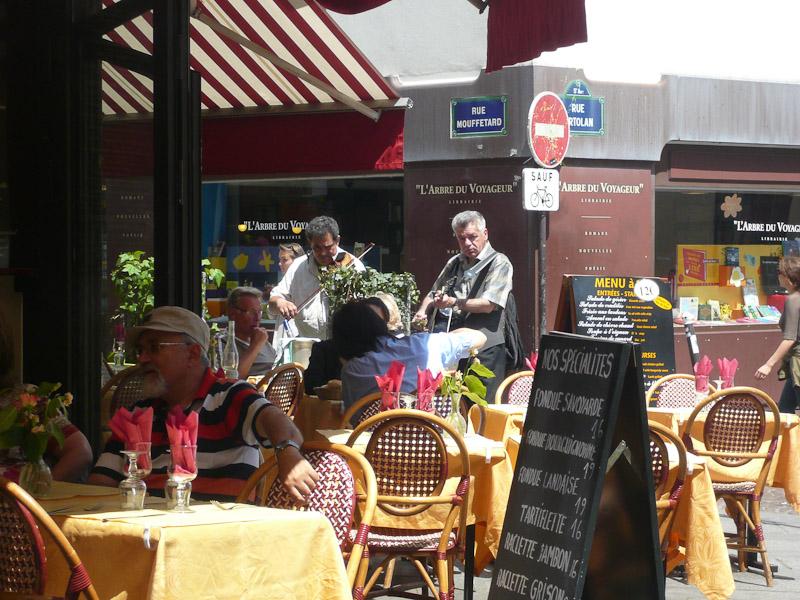 rue-Mouffetard-musicians